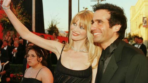 La supermodelo y el mago posan en la alfombra roja en Los Ángeles