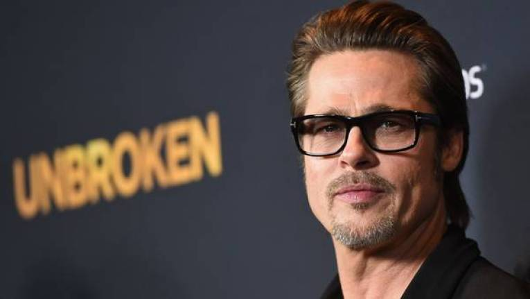 Pitt se comunicó con la revista estadounidense People para pedir respeto por su familia. (AFP)