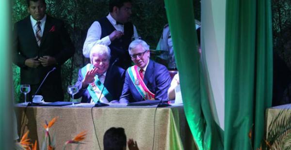 El alcalde Percy Fernández acompañado del presidente en ejercicio Álvaro García Linera