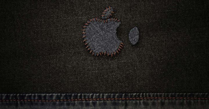 Logotipo de Apple sobre tela vaquera