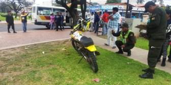Motociclista termina con su pierna derecha mutilada