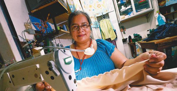 Silvia Durán es modista y trabaja desde hace 20 años en el mercado El Trompillo