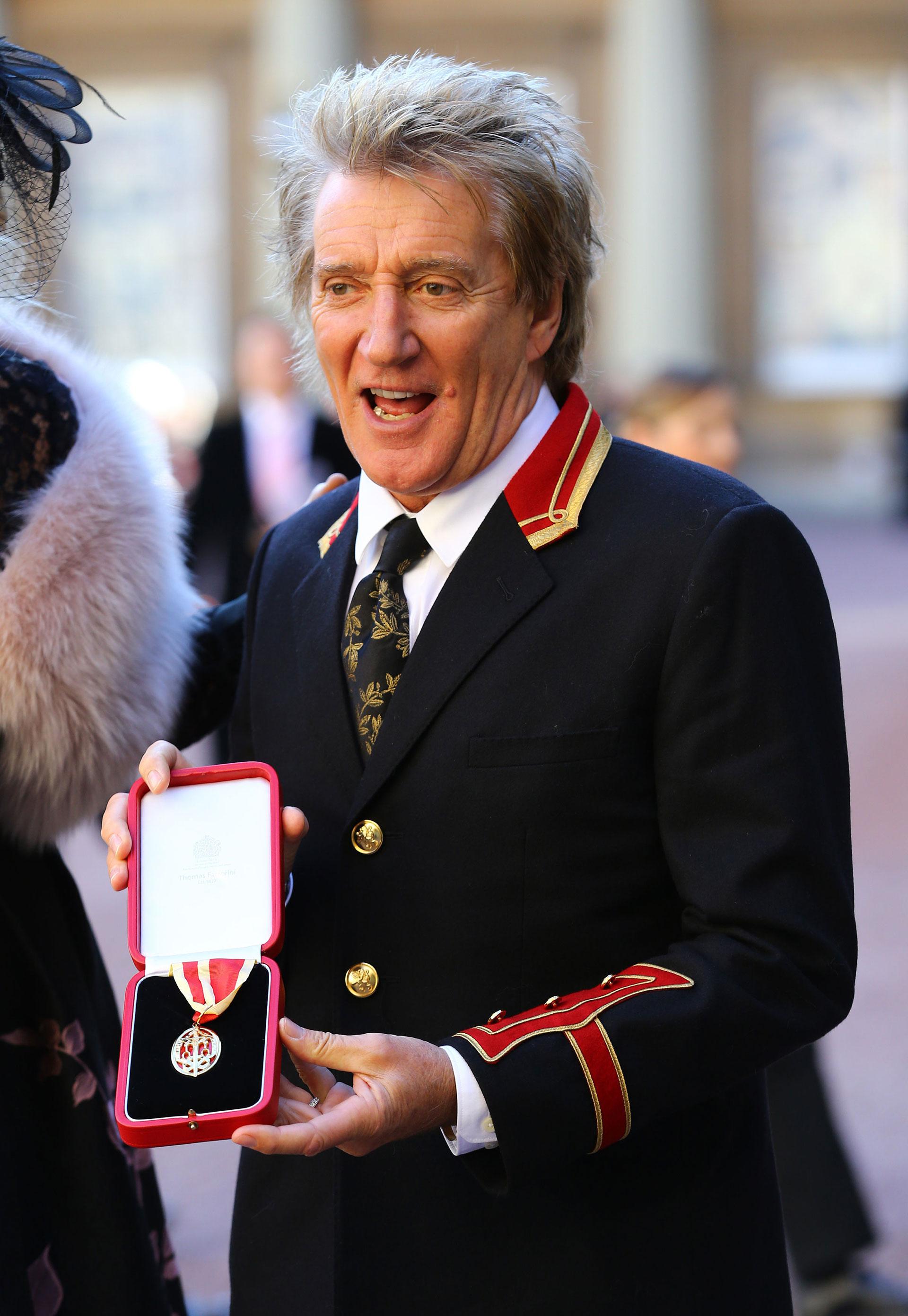 Ahora la estrella de rock puede ser llamado Sir Roderick David Stewart