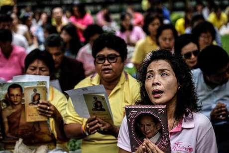Millones de tailandeses han estado pendientes de la salud de su rey