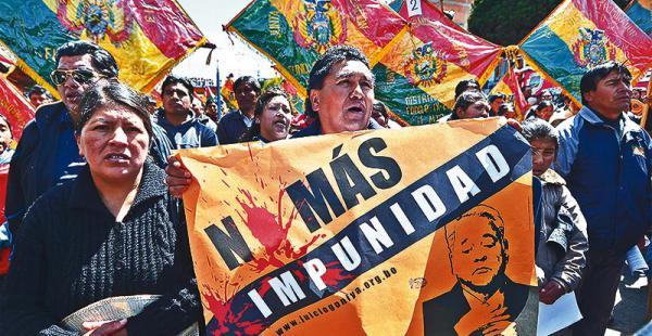 Las víctimas aseguran que no se cansarán de protestar para que Gonzalo Sánchez de Lozada sea juzgado