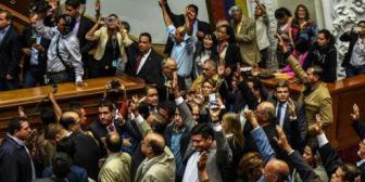 Venezuela: Congreso aprueba inicio de juicio político y penal a Maduro