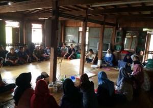 Lets Institute Unhas) bekerja sama dengan KRISC UMI melakukan penelitian hukum di Masyarakat Adat Tolotang, Kabupaten Sidrap, Jumat (12/1).