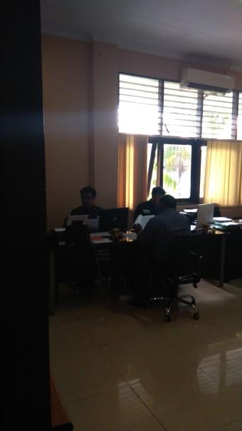 Suasana pemeriksaan dugaan ketidaknetralitasan ASN/PNS di Kantor Panwaslu Maksassar, Kamis (1/2)
