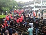 Kondisi mahasiswa yang dilarang bertemu Jokowi pada saat menghadiri Forum Rektor se-Indonesia di Unhas, Kamis (15/2). H2a