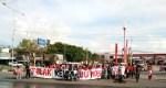 Aliansi Mahasiswa Unhas turun ke jalan pintu 1 Unhas untuk adakan aksi penolakan terhadap hasil revisi Undang-Undang MD3, Kamis (29/3). Nof