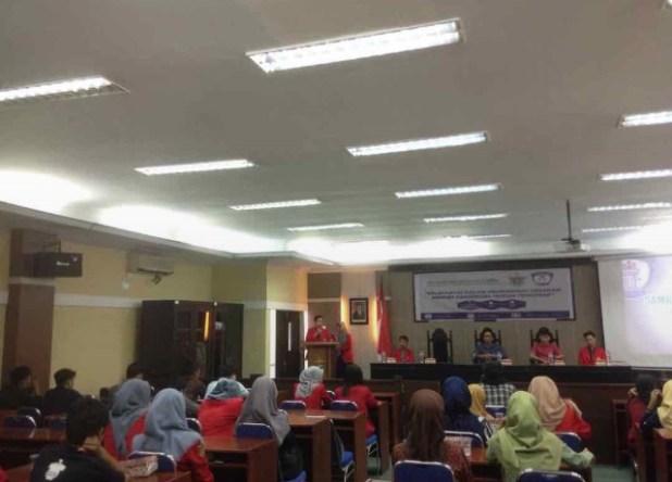 Pelantikan pengurus Lets Unhas di Aula Harifin A. Tumpa FH-UH, Jumat (2/3). Mef