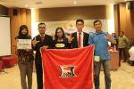 Foto bersama tim debat FH-UH
