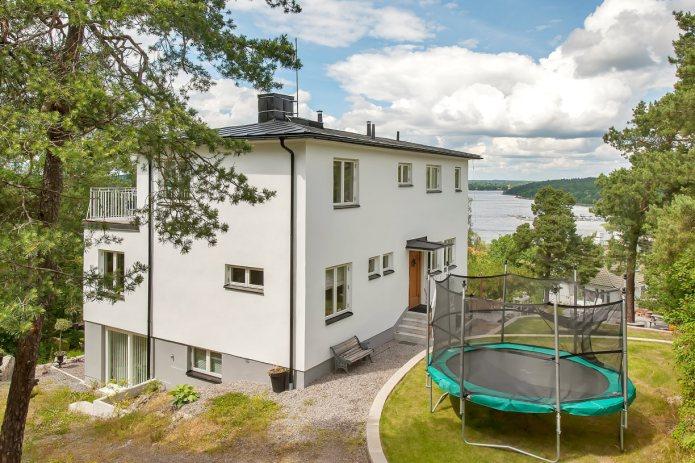 Ekstrands fönster typ Sverige104 och ytterdörr i massiv ek