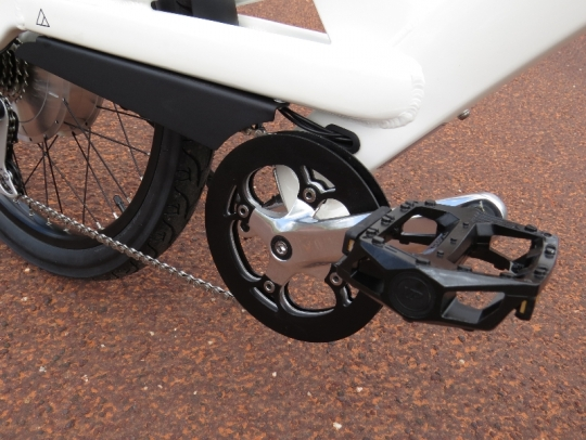 The pedals are a wide and grippy platform type of pedal.  The aluminum cranks feature 1 chainring with double chainring guards to keep the chain from falling off and to keep your pant legs clean.