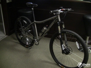 titanio-29er-e-mtb-prodeco-electric-bike-assembly-facility