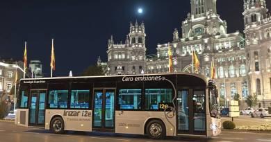 Irizar i2e, el autobús eléctrico que probará la EMT en Madrid. Irizar i2e en Madrid, España. El autobus eléctrico español, diseñado y fabricado por la firma vasca Irizar