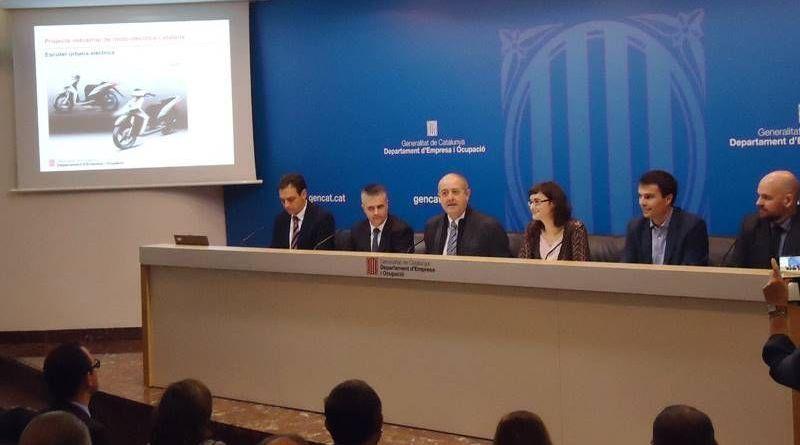 La Generalitat de Cataluña, el Ayuntamiento de Barcelona y cuatro empresas catalanas del sector de la moto (Volta, Scutum, Torrot y Rieju) han firmado este miércoles un convenio para crear el Consorcio Industrial de la Moto Eléctrica Catalana