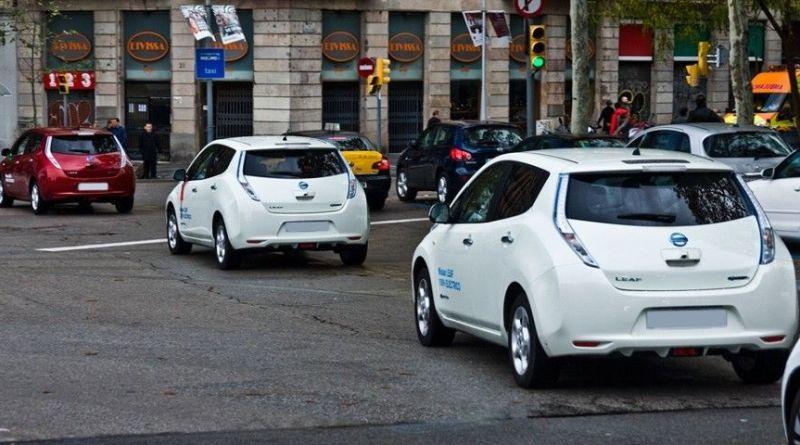 6 de cada 10 barceloneses consideran el coche eléctrico como la solución ideal