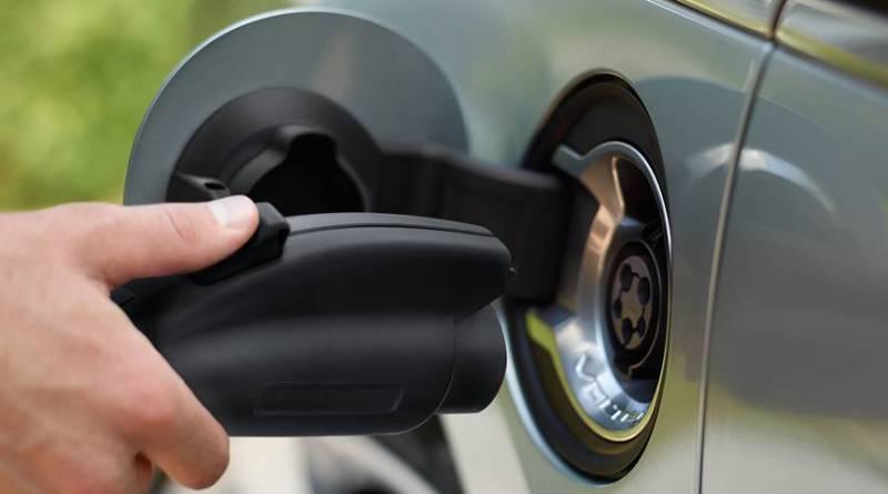El coche eléctrico cargado con un generador contamina menos que un diésel. Guerra entre la EPA y Trump por el futuro de la movilidad eléctrica