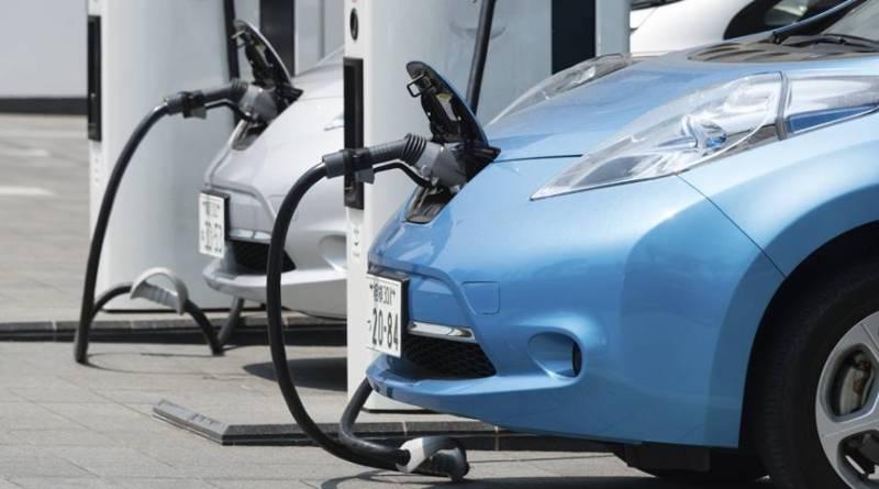 """Impuesto al vehículo eléctrico, la """"loca"""" idea para reemplazar los ingresos por combustibles"""