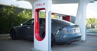 Actualidad Tesla: Incremento de precio en Superchargers y parón en la producción del Model 3. Tesla quiere Superchargers dentro de las ciudades. Ofertas de trabajo en Tesla Motors España