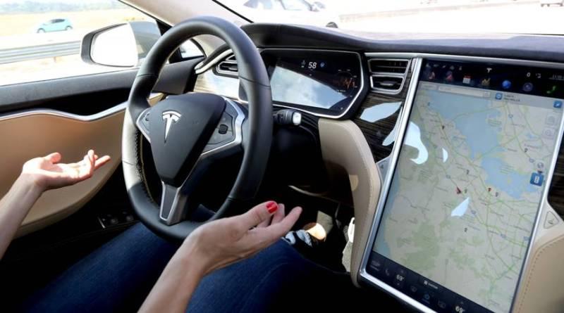 Nikola Tesla prueba un Tesla Model S en un nuevo anuncio