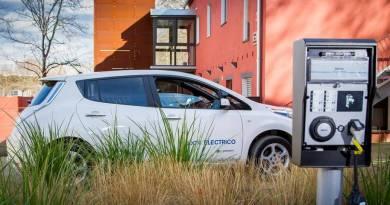 El CREVE se consolida como referente del vehículo eléctrico. Santa Perpetua de Mogoda bonificará y ofrecerá descuentos al vehículo eléctrico. Encuentro de representantes de movilidad eléctrica en el CREVE. Santa Perpètua capital del vehículo eléctrico