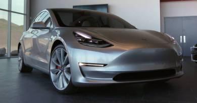 El primer Tesla Model 3 se entregará este mes. Tesla Model 3 incorporará batería de 75 kWh