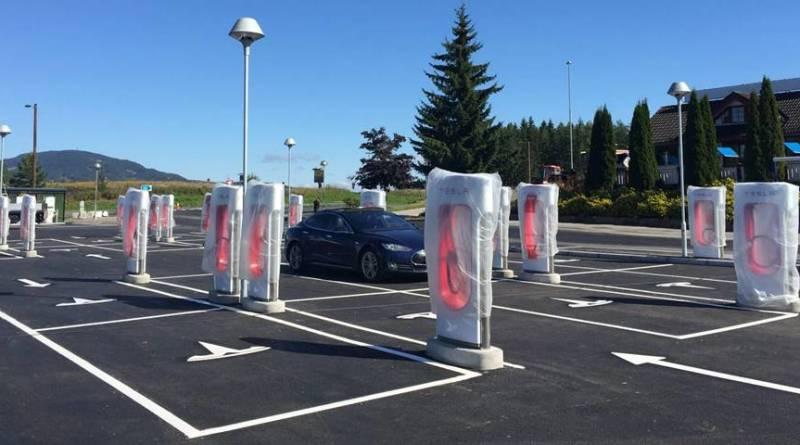 """Nueva política de uso """"limpio"""" para los Superchargers de Tesla. Tesla cambiará su estrategia de Superchargers"""