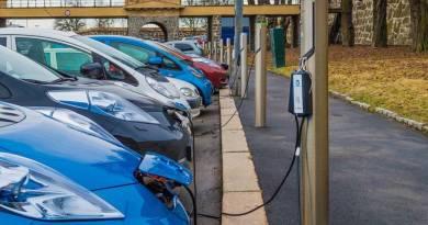 Recomendaciones del RACC para el desarrollo del vehículo eléctrico. El Gobierno aprueba el Plan Movalt. 35 millones en ayudas. Septiembre deja 958 coches eléctricos vendidos a la espera del Promovea
