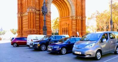 ¿Que esta frenando al vehículo eléctrico en España?. Expoelectric 2017 cierra su 7ª edición con un récord de visitantes