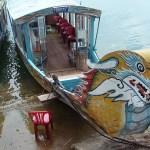 Embarcación típica del río Perfume en Hué
