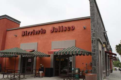 Birriería Jalisco en la Plaza México, en Lynwood. (Foto Agustín Durán/El Pasajero).