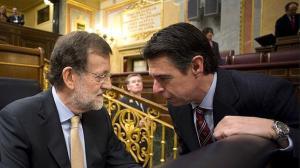 El presidente del Gobierno, Mariano Rajoy, y el ministro de Industria, José Manuel Soria.