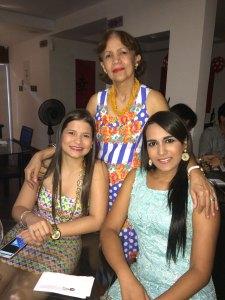 De pie: Isabel Morón. Sentadas; Rosa Paulina Daza y Laura Marcela Ospino.