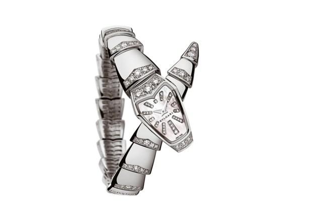 SERPENTI BVLGARI BY CHRONOS. Su delicada caja de 26 mm curvada en oro blanco de 18quilatescon diamantes talla brillante engastados toma especial protagonismo.