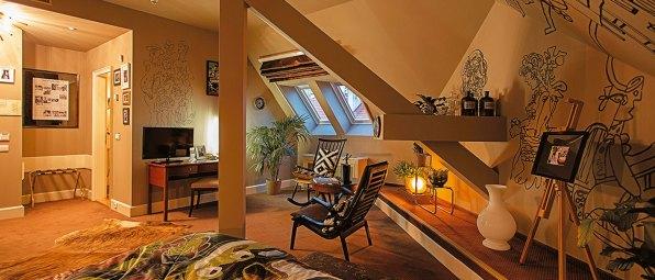 Está emplazado en un palacio residencial que data de finales del siglo XIX y es uno de los ejemplos más elegantes de la arquitectura característica de la Belle Époque que se pueden encontrar en la capital checa. Si bien este hotel boutique de lujo tiene una atmósfera artística italiana superexclusiva, se destacan las magníficas pinturas de artistas checos y contemporáneos, que se entremezclan con el delicado diseño arquitectónico del palacio. El hotel cuenta con la mayor colección de gráficos originales de Le Corbusier en Europa, múltiples colecciones de artistas checos famosos y, además, organiza regularmente exposiciones de arte contemporáneo en el lobby. Las habitaciones están disponibles desde $2.400 por noche.