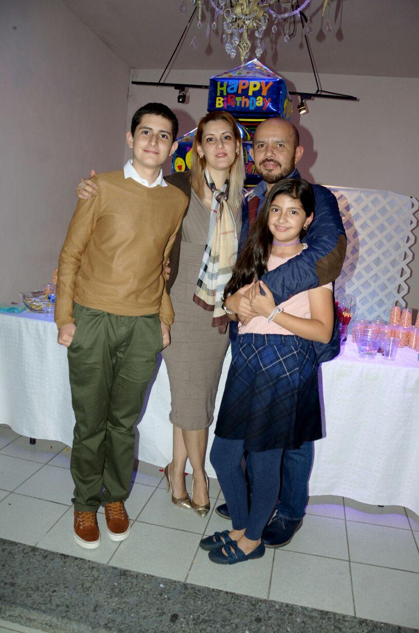 Familia García Hernández, en el festejo de Kevin.