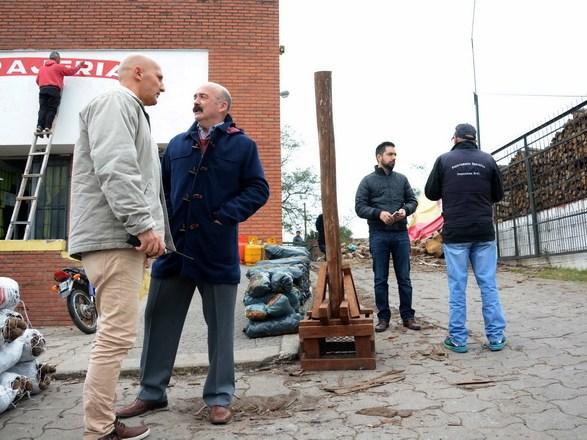 Foto MGP - Garrafas - Operativo clausura de comercio en Antartida Argentina y Mario Bravo2