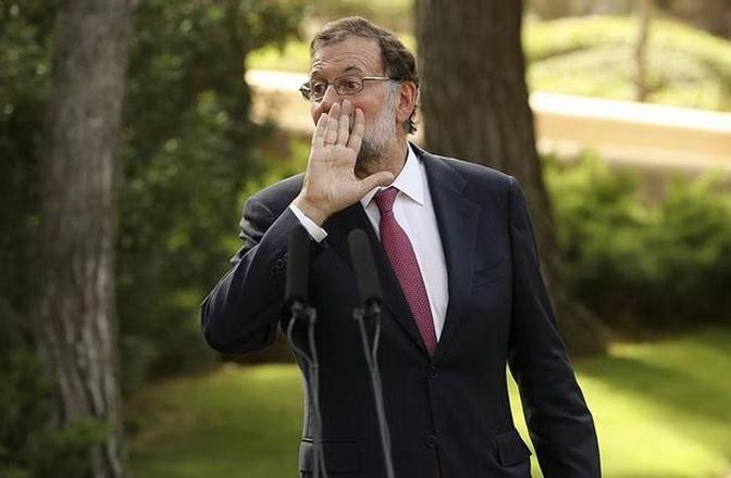 Rajoy pide a Maduro