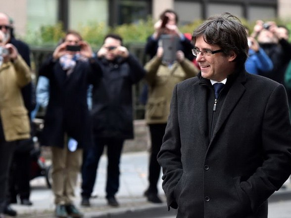 Carles Puigdemont arrives for a news conference in Brussels, Belgium, October 31, 2017. REUTERS/Eric Vidal