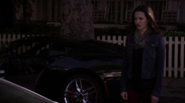 Pretty Little Liars 5x09: Esta es la cara que se le queda a Sydney cuando Emily saca su vena psicópata y la amenaza.
