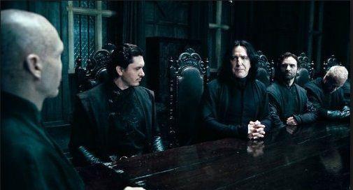 Los malos están subiditos en Harry Potter and the Deathly Hallows P1