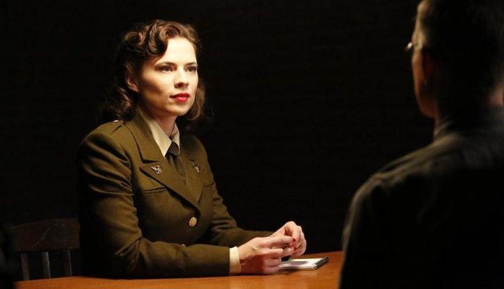 Agents of SHIELD 2x08: May, Bobbi y Simmons descubren que Whitehall vivió en 1945 y fue encerrado por la agente Carter.