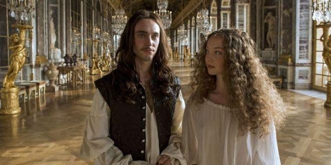 Versailles (Canal+ France): crítica
