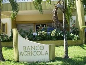 banco1 300x225 Autoridades investigan el robo de dos millones 234 mil pesos del Banco Agrícola de Bonao