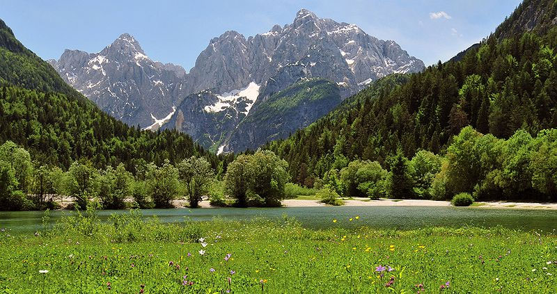 View of Lake Jasna near Kranjska GoraI, Michael Gäbler [CC BY 3.0 (http://creativecommons.org/licenses/by/3.0)], via Wikimedia Commons
