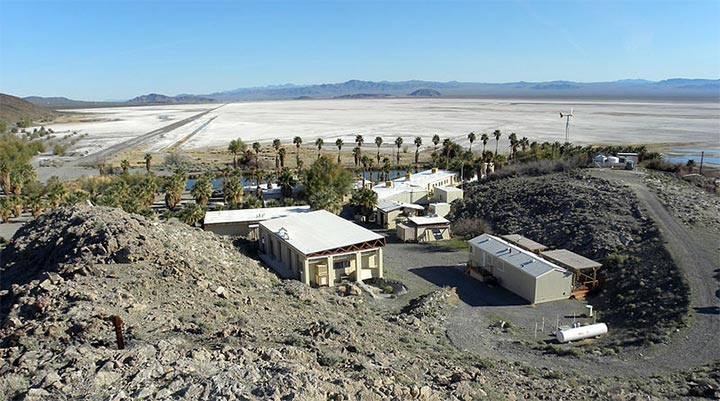 Desert Study Center above Lake Tuendae at Zzyzx, CaliforniaBy Wilson44691 (Own work) [Public domain], via Wikimedia Commons