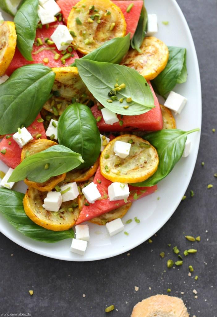 {Rezept} Herrlich fruchtig und erfrischend: Wassermelonen-Feta-Salat mit Zucchini und Basilikum