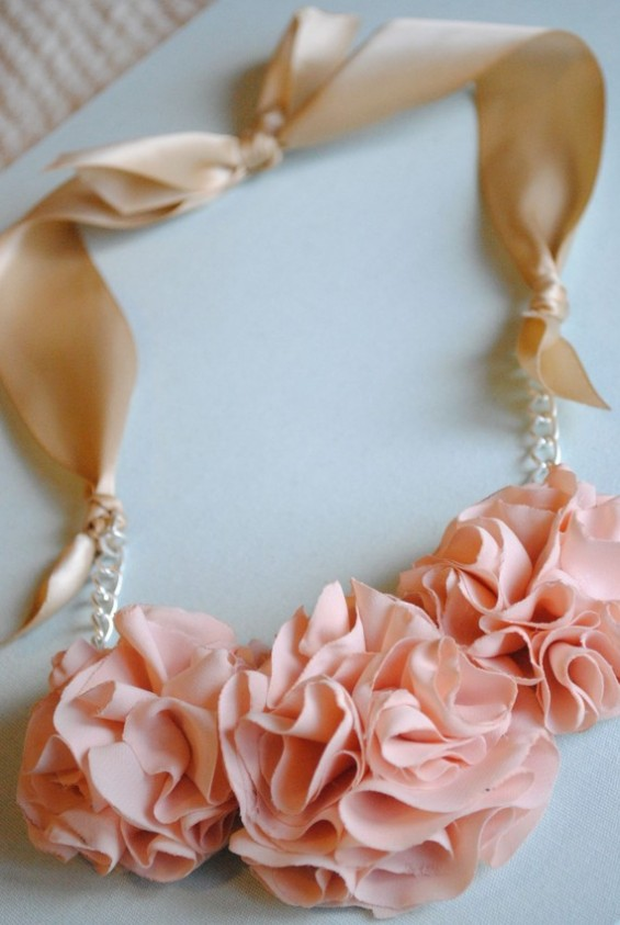 ruffle-necklace